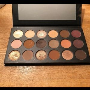 Morphe 18T truth or bare eyeshadow palette